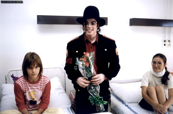 michael-visits-a-childrens-hospital-in-prague(108)-m-2
