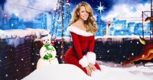 """MARIAH CAREY: Diva Mariah Carey, """"Merry Christmas"""" albümünü 1994 yılında çıkardı ama hala her yıl bu albüm Noel zamanı listelere girmeye devam ediyor. Hatta """"All I Want For Christmas Is You"""" 2020'li yıllara merdiven dayadığımız bugünlerde bile 1 numara olmayı başarabiliyor. Sanatçının Noel Ana kostümü de o kadar beğenildi ki, 2010 yılında bu albümünü devamı niteliğinde olan """"Merry Christmas II You"""" çıktığında Carey, tekrar benzer bir kıyafeti giyip """"Sana kırmızı çok yakışıyor"""" dedirttirdi."""