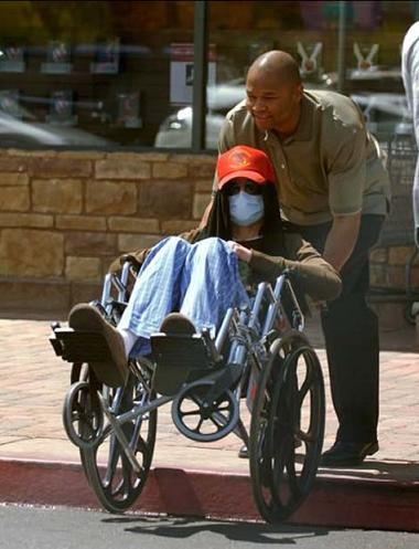 michael-jackson-wheelchair